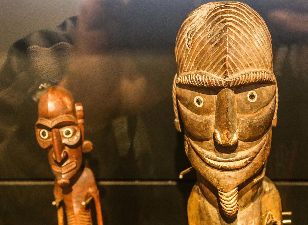 Quelques rares statues en bois ont survécu au pillage