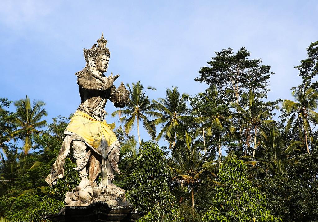 Le dieu Indra, perceur de sources sacrées