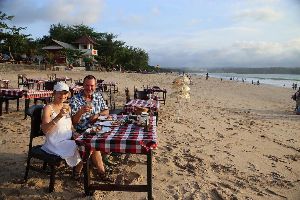 Sur la plage de Jimbaran, poisson et petit blanc frais ...