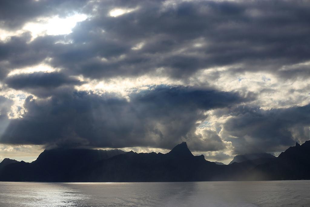 Moorea et Tahiti depuis le ferry