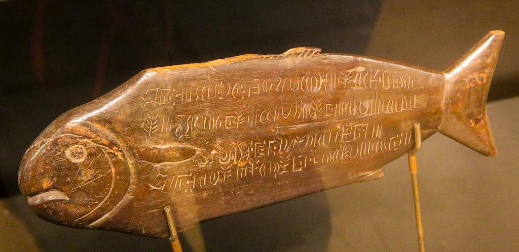 Du boustrophédon inversé ... gravé sur une plaque en bois