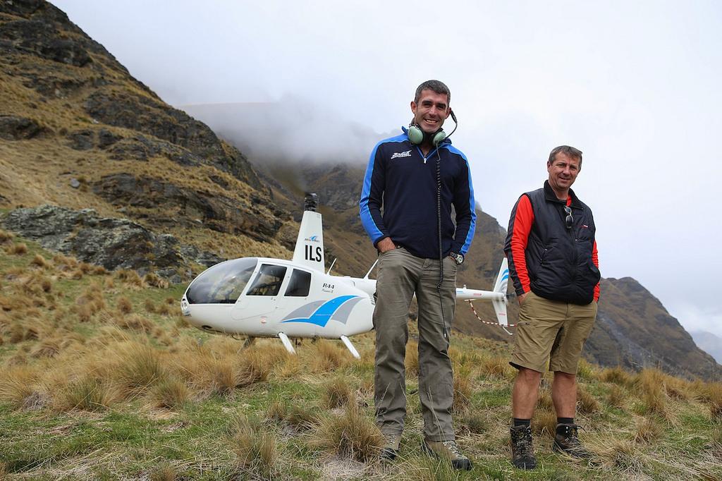 Avec le pilote et Franck, notre correspondant en Nouvelle Zélande, au pied du Cecil Peak
