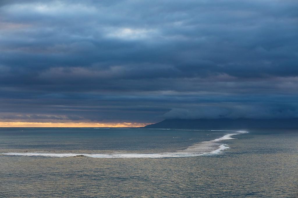 Au loin l'île de Moorea ... la météo annonce le beau temps pour demain !