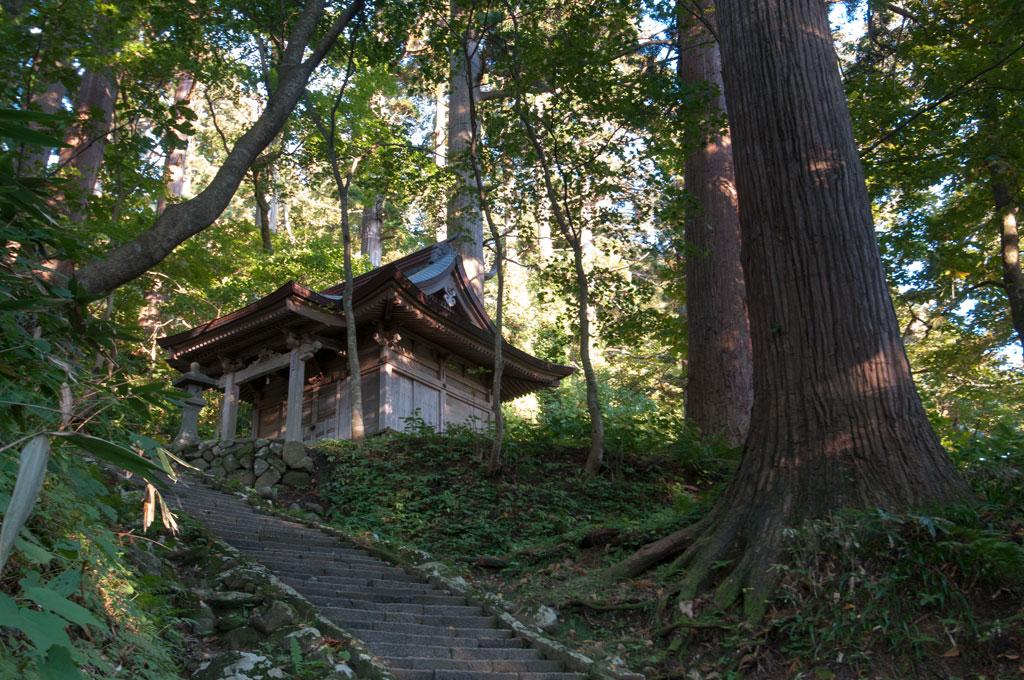 Escaliers vers Haguro-san