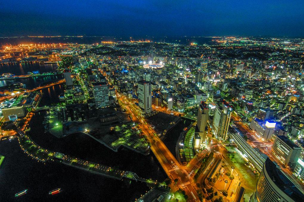 Vue nocturne de Yokohama prise depuis la Landmark Tower