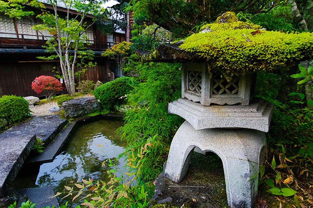 Détail d'un petit jardin à Tsumago