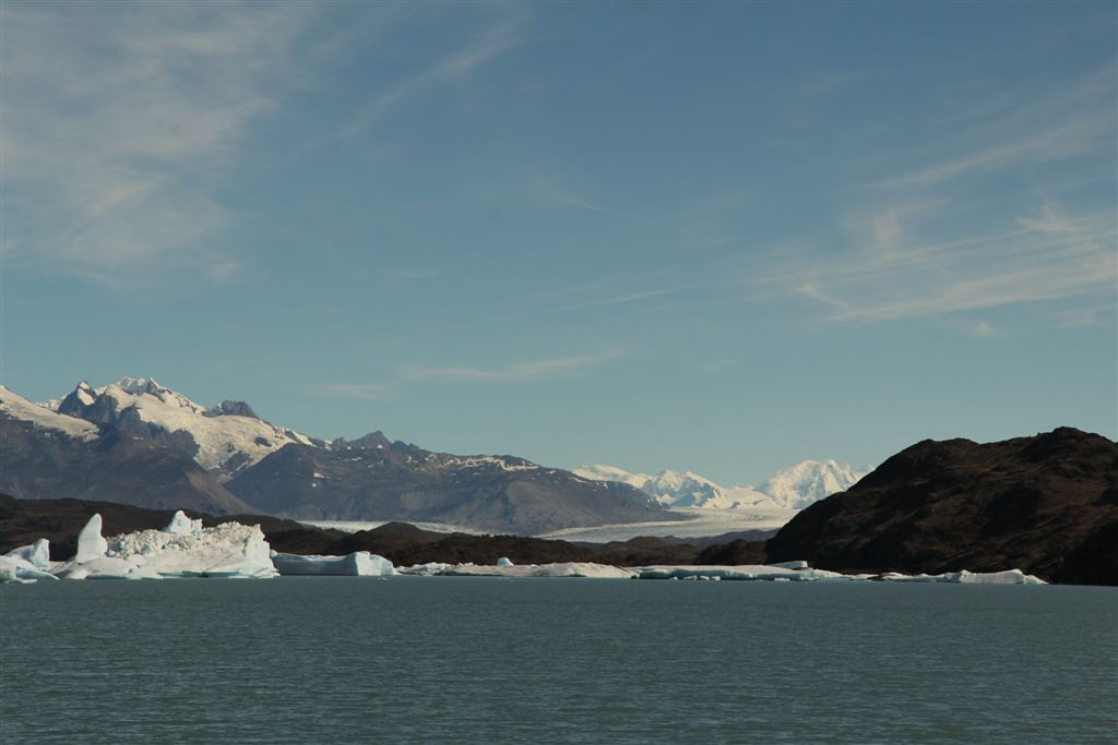 A l'horizon, le glacier Upsala