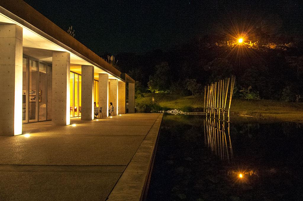 La Benesse House de nuit. Naoshima