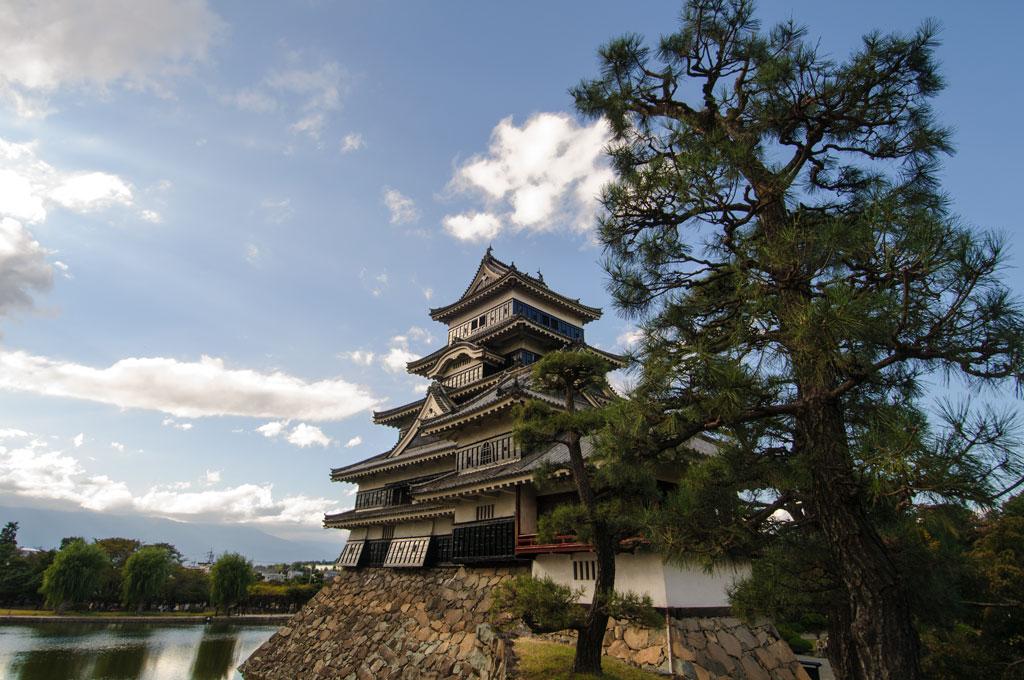 Le Château corbeau (nommé pour sa couleur noire) de Matsumoto