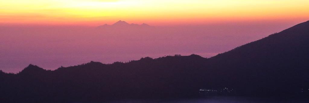 Lever du soleil depuis le sommet du Mt Batur