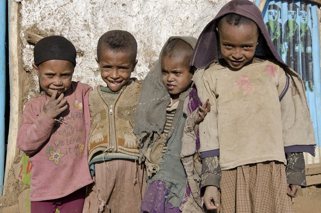 Jeunes enfants du village