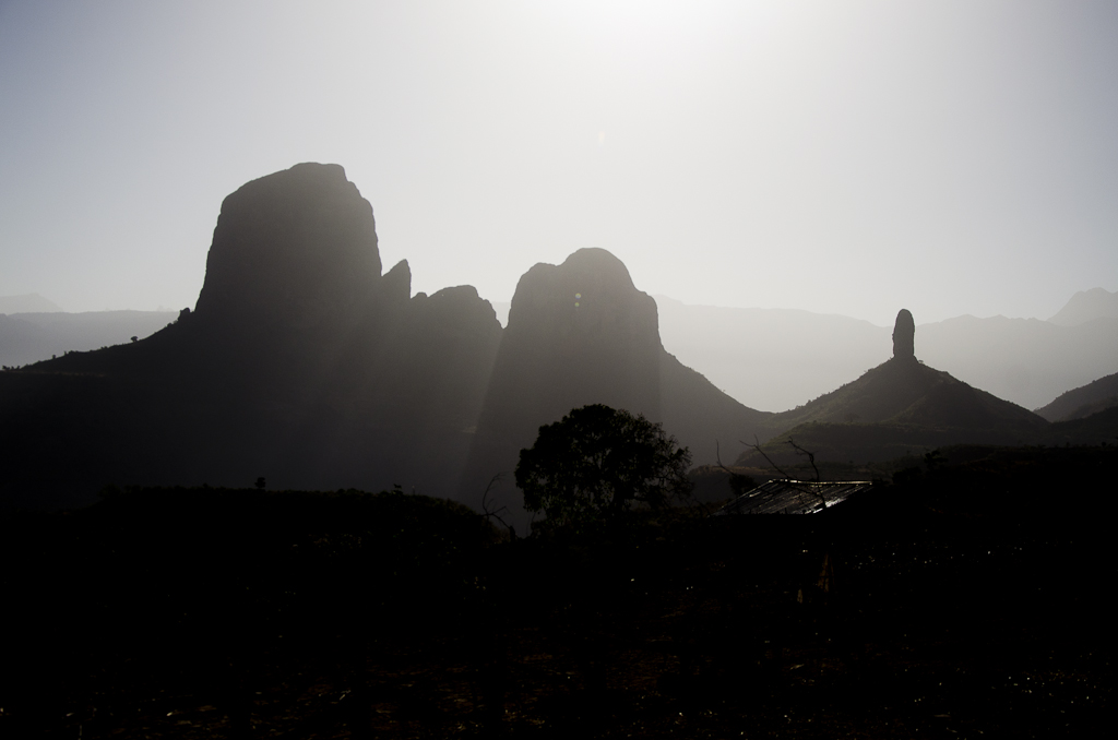 Les pitons d'Hawasa au lever du soleil