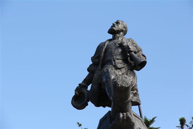 Statue de Magellan sur la Plaza de Armas