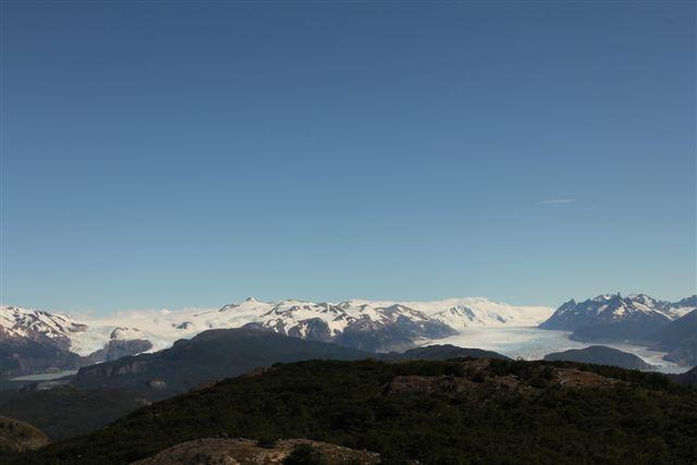 Vue depuis le mirador, à gauche le glacier Pingo, à droite le glacier Grey