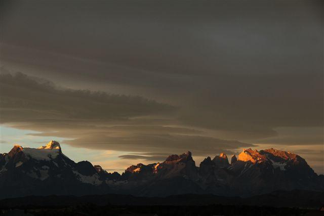 Fin du jour sur le massif du Paine, depuis l'hosteria Tyndall