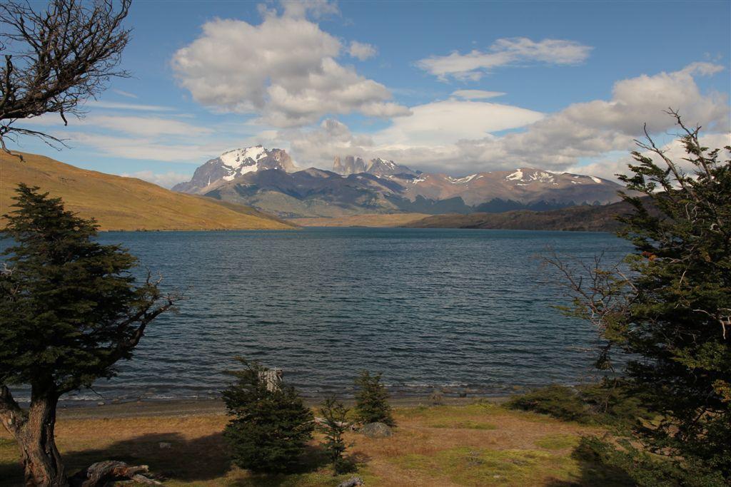 La Laguna Azul et mas Torres depuis le camp au bord du lac