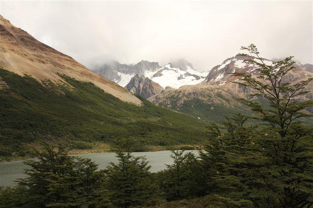 Traversée des lacs Madre y Hija (la mère et la fille) pour passer dans la vallée de las Torres