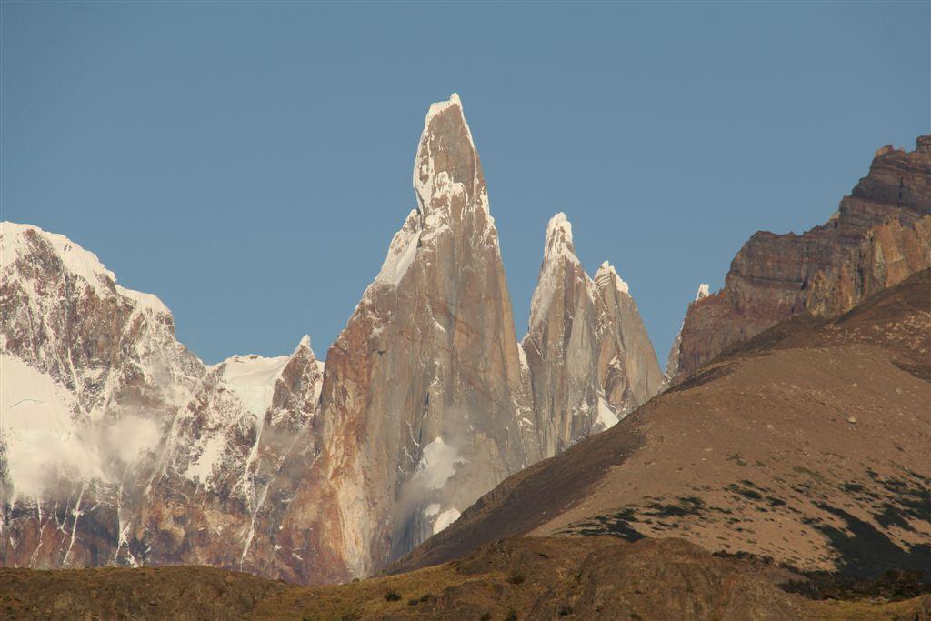Détail sur la suite Adela (à gauche), Cerro Torre, Standhart, Egger