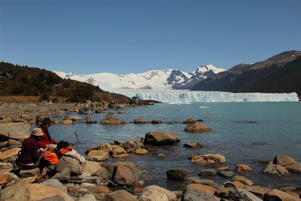 Table avec vue, le coin de pique-nique et la face Nord du glacier