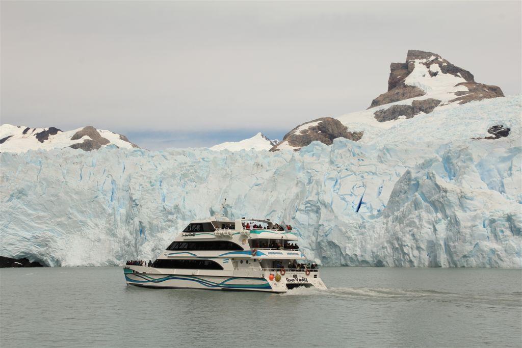 Autre catamaran devant le Spegazzini