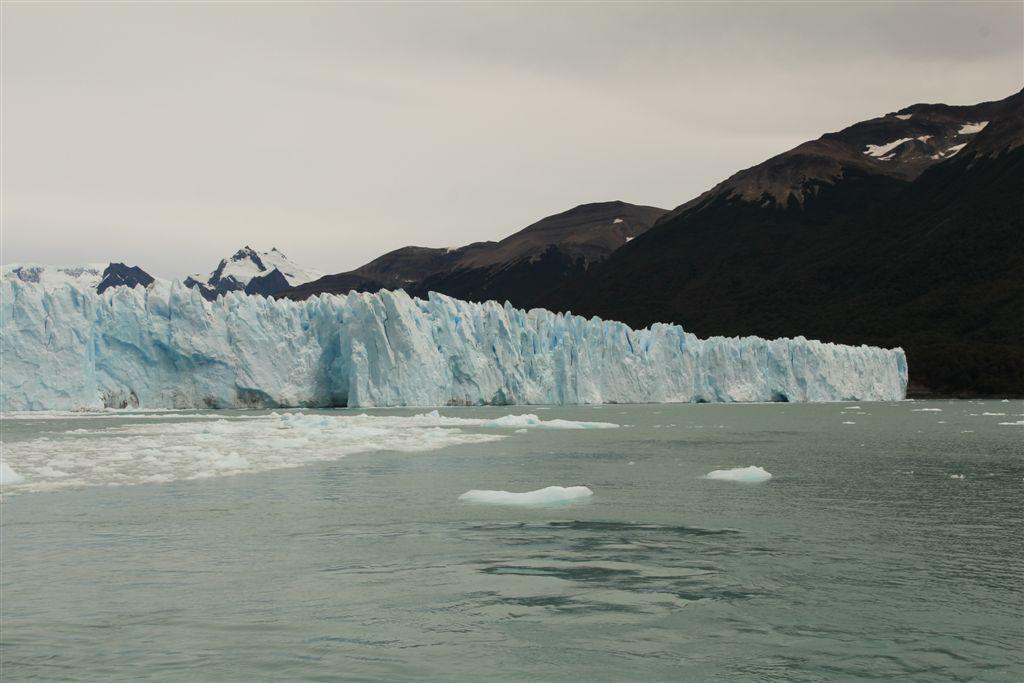 Le versant Nord du Perito Moreno, long de 2 kms