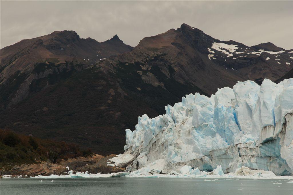 Vue sur le bouchon formé par le Perito Moreno et qui coupe le lac en deux