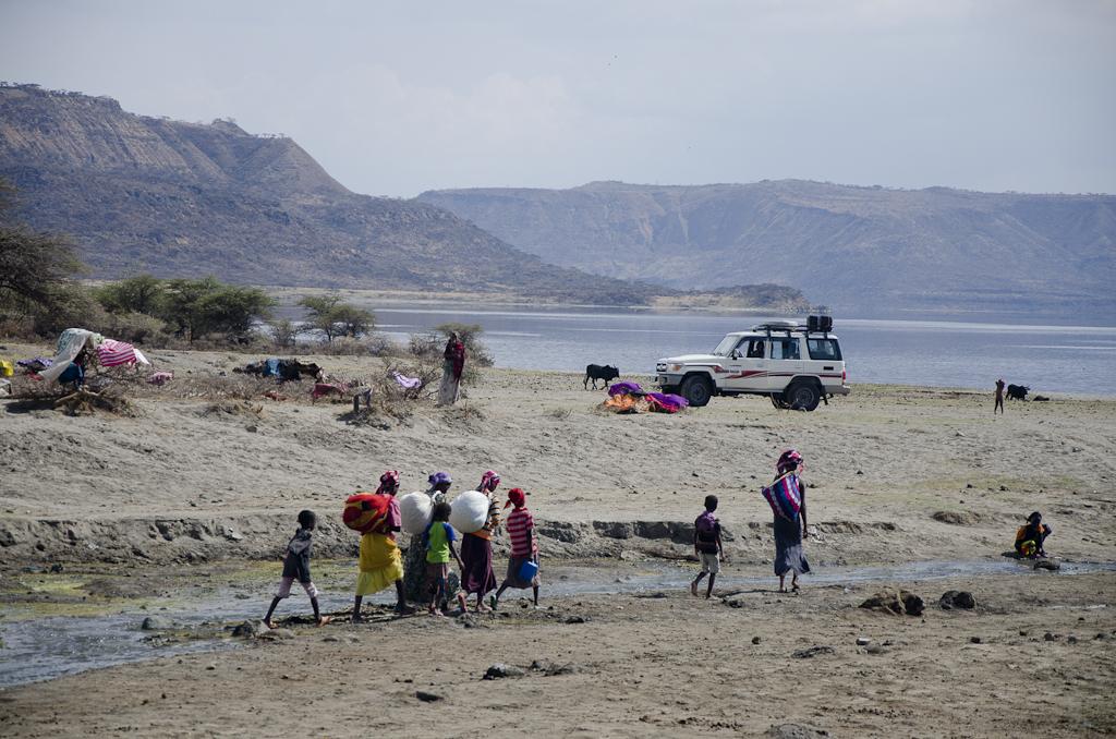 Premières rencontres sur les berges du lac Abyata