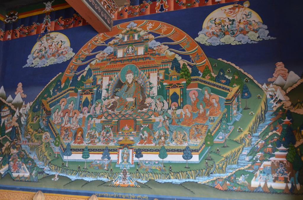 L'une des nombreuses fresques peintes sur les murs du dzong